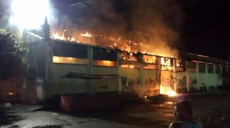 """Incêndio na Estação """"Maria Fumaça"""", em Nazaré. Foto: Maxlândio Lop"""